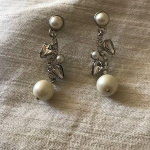 Jewelry - 🌟6/$25🌟Fancy stud dangles. Pearl & crystal.